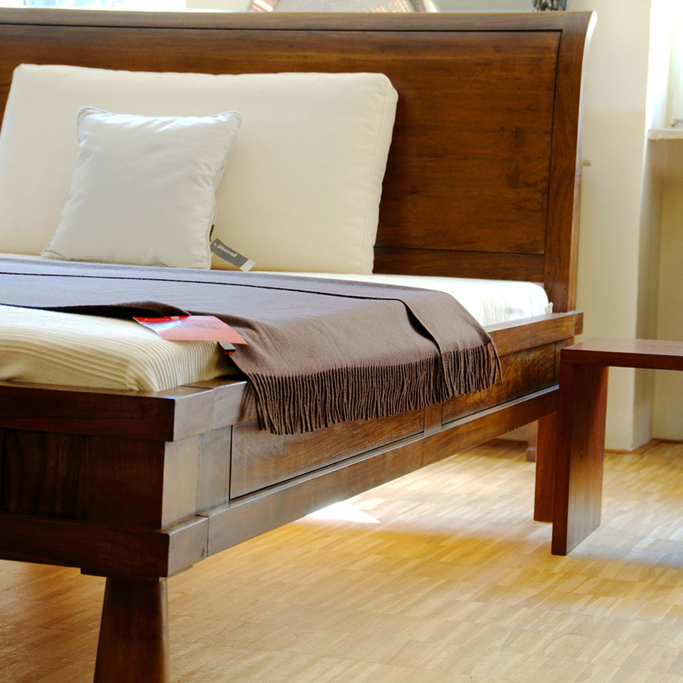 bett modern aus teakholz massiv moebel kolonie. Black Bedroom Furniture Sets. Home Design Ideas